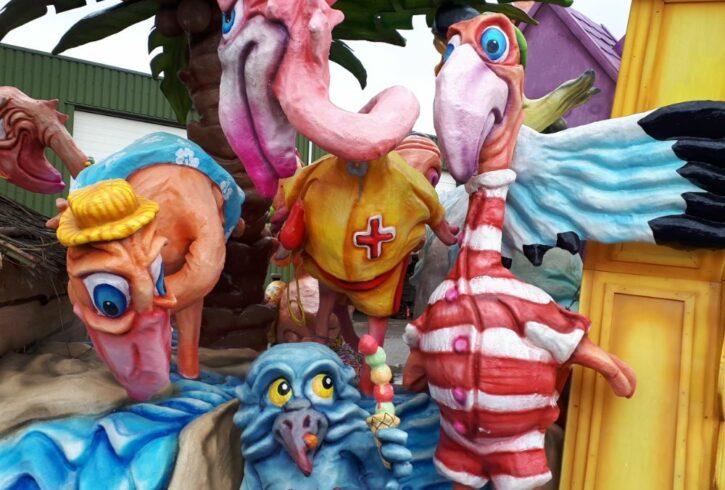 detail flamingoos